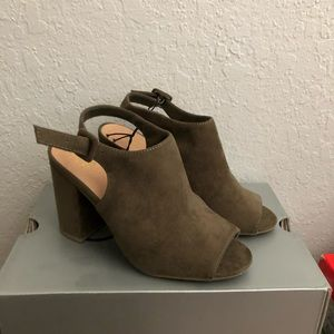 NY&Co Strapped Faux-Suede Mule Heeled Sandal *NEW*